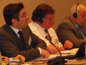 Eric Drésin (till vänster) presenterar verksamhetsberättelsen för 2012–2013, vid sidan av Gérard Napias och Klaus Pentzlin (ordförande för BLU, den tyska federationen för jordbruksentreprenörer).